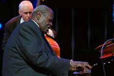 <p>Canadian jazz pianist Oscar Peterson performs during the Gala night at the 39th edition of the Montreux Jazz Festival in Montreux, Switzerland, late July 16, 2005. REUTERS/Jean-Bernard Sieber</p>