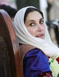 <p>Экс-премьер Пакистана и лидер оппозиции Беназир Бхутто во время предвыборной демонстрации в Равалпинди 27 декабря 2007 года. Беназир Бхутто умерла от ран, полученных при взрыве боевика-смертника, унесшего жизни еще 16 человек, сообщила полиция в четверг. Выстрелы и взрыв прозвучали, когда экс-премьер и ее сторонники выходили из парка, где проходила демонстрация.(REUTERS/Mian Khursheed)</p>