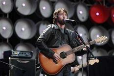 <p>James Blunt performs at the Live Earth concert at Wembley Stadium, London July 7, 2007. Amazon.com has signed on Warner Music Group to its music download service, which aims to compete with Apple's industry-dominating iTunes online store. REUTERS/Stephen Hird</p>