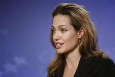 <p>Angelina Jolie speaks during the Clinton Global Initiative in New York September 26, 2007. REUTERS/Chip East</p>
