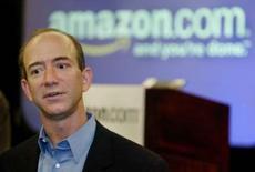 <p>Le fondateur et directeur général d'Amazon.com, Jeff Bezos. Amazon.com a signé un accord avec Warner Music pour enrichir son service de téléchargement payant de musique et mieux concurrencer Apple et son kiosque musical iTunes. /Photo d'archives/REUTERS/Anthony P. Bolante</p>