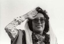 <p>A líder oposicionista paquistanesa Benazir Bhutto foi morta na quinta-feira por um homem-bomba, mergulhando o país em uma das piores crises dos seus 60 anos de história independente. Foto de Bhutto durante campanha em Gujranwala, Paquistão, em 1986. Photo by Reuters</p>