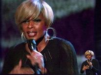 "<p>Mary J. Blige performs ""Just Fine"" at the 2007 American Music Awards in Los Angeles, California November 18, 2007. REUTERS/Mike Blake</p>"