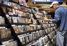 <p>A man looks at music CDs inside the Virgin Megastore in New York November 26, 2007. REUTERS/Shannon Stapleton</p>
