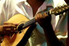 <p>A man plays a mandolin guitar in Rio de Janeiro bar, in this file photo taken on September 22, 2004. The first few months of the year are an ideal time for rising acts to grab their share of attention and, they hope, sales. That's true for upcoming releases and new promotional boosts for sets already on hand. REUTERS/Bruno Domingos</p>