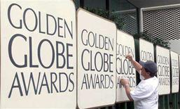 <p>Robert Lord uses paint to touch up a sign in the arrivals area during preparations for the 57th annual Golden Globe Awards in Beverly Hills, California in this January 22, 2000 file photo. The Hollywood Foreign Press Association, who sponsor the awards, said on January 2, 2008 that it has begun talks with TV writers aimed at allowing its honors to be broadcast as planned despite the ongoing screenwriters strike. REUTERS/Fred Prouser/Files</p>
