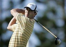 <p>Mike Weir of Canada drives off of the third hole during the first round of the Mercedes-Benz Championship golf tournament in Kapalua, Hawaii, January 3, 2008. REUTERS/Hugh Gentry</p>