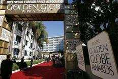 <p>The red carpet is seen before the start of the 64th annual Golden Globe Awards in Beverly Hills in this January 15, 2007 file photo.The Hollywood Foreign Press Assn. and NBC engaged in eleventh-hour sessions Sunday to try to save the boycott-stricken Golden Globes, with NBC appearing to be seriously considering pulling the telecast as a result of the Hollywood writers strike. REUTERS/Mario Anzuoni/Files</p>