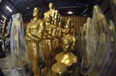 <p>Oscar statues await preparation for the 80th Academy Awards at a storage facility in Saugus, California October 10, 2007. ABC is confident its Academy Awards telecast will air as planned on February 24 despite the Hollywood screenwriters strike and sees no need to offer Oscar advertisers contingencies for lower-than-expected ratings, the network said on Tuesday. REUTERS/Phil McCarten</p>