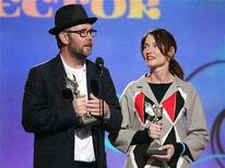 """<p>Directors Jonathan Dayton and Valerie Faris accept the best Director Award for their direction of the film """"Little Miss Sunshine"""" at Film Independent's Spirit Awards in Santa Monica, California, February 24, 2007. The Spirit Awards, which honor art-house fare, and the Screen Actors Guild's SAG Awards could reap the fruits of a Golden Globes downsizing in media attention, TV ratings and advertising revenue. REUTERS/Shaun Best</p>"""