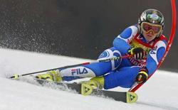 <p>La sciatrice azzurra Denise Karbon durante lo slalom di Coppa del mondo a Maribor. REUTERS/Srdjan Zivulovic(REPUBBLICA CECA)</p>
