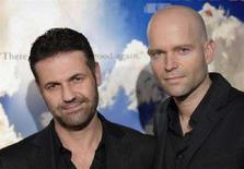 """<p>Il regista de """"Il cacciatore di aquiloni"""" Marc Forster (a destra) e l'autore del libro Khaled Hosseini. REUTERS/Phil McCarten</p>"""