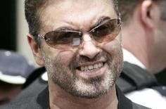 <p>O músico britânico George Michael em imagem de arquivo. O pop star britânico George Michael vai escrever sua autobiografia, que será publicada em meados de 2009, depois de assinar um acordo considerado pela editora HarperCollins como um dos maiores já fechados na indústria editorial da Grã-Bretanha. Photo by Stringer</p>