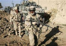 <p>Canadian soldiers secure positions in southern Afghanistan, November 18, 2007. Seven Canadian soldiers were injured in two separate mine blasts in Afghanistan on Wednesday night, the Canadian Broadcasting Corp. said on Thursday. REUTERS/Finbarr O'Reilly</p>