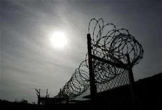 <p>A rusting fence with barbed wire is shown at the unused Camp X-Ray at the Guantanamo Bay Naval Station in Guantanamo Bay, Cuba September 5, 2007. REUTERS/Joe Skipper</p>