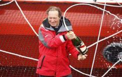 <p>O navegador francês Francis Joyon comeora sua chegada à Bretanha Francesa. O navegador francês Francis Joyon conquistou neste domingo o recorde da volta ao mundo solo, ao diminuir em 14 dias a marca anterior, informou sua equipe em terra. Photo by Charles Platiau</p>