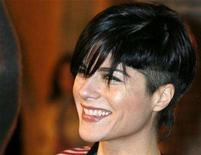 """<p>Actress Selma Blair sports a new hairdo as she arrives as a guest at the premiere of the film """"Pan's Labyrinth"""" in Hollywood, California December 18, 2006. Following a lengthy search, NBC has zeroed in on Blair to star opposite Molly Shannon in the high-profile comedy pilot """"Kath and Kim.""""REUTERS/Fred Prouser</p>"""