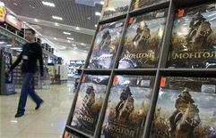 "<p>A man walks past a shelf display of the Kazkh movie ""Mongol"" on DVDs in a shop in Almaty, January 25, 2008. REUTERS/Shamil Zhumatov</p>"