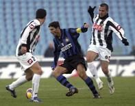 <p>Un momento della partita tra Inter e Udinese. REUTERS/Daniel Raunig</p>