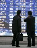 <p>A maior parte das bolsas asiáticas caiu mais de 3 por cento nesta segunda-feira, com os temores sobre a economia global assombrando novamente os mercados e levando investidores a procurar aplicações em títulos públicos. Photo by Michael Caronna</p>