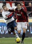 <p>O meia Kaká (direita), do Milan, foi escolhido como o melhor jogador do ano pela associação de jogadores italianos nesta segunda-feira, por ter liderado sua equipe ao título da Liga dos Campeões, com dez gols. Foto em jogo contra Genoa, em Milão, 27 de janeiro. Photo by Alessandro Garofalo</p>