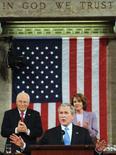 <p>O presidente dos EUA, George W. Bush, faz discurso em Washington. Bush buscou acalmar os norte-americanos sobre os problemas na economia do país no início desta terça-feira (horário de Brasília), ao mesmo tempo em que desenhou o caminho que pretende seguir em seu último ano na Casa Branca. Photo by Pool</p>
