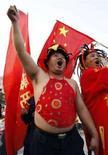 <p>Tifosi della nazionale di calcio cinese a Tianjin, 20 settembre 2007. REUTERS/Jason Lee</p>