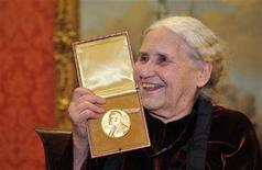 <p>British novelist Doris Lessing smiles as she poses with her Nobel Prize for Literature at the Wallace Collection in London, January 30, 2008. REUTERS/Toby Melville</p>