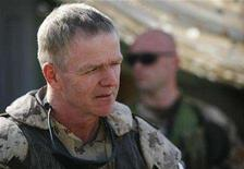 <p>Canada's Chief of Defence Staff General Rick Hillier listens to Canadian troops from the NATO-led coalition at Ma'sum Ghar camp in Kandahar province, southern Afghanistan, October 24, 2007. REUTERS/Finbarr O'Reilly</p>