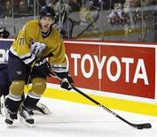 <p>File photo shows Nashville Predators J.P. Dumont passing the puck past the Colorado Avalanche during second period NHL hockey action in Nashville, Tennessee, January 1, 2007. The Predators signed the forward to a four-year, $16-million contract extension the NHL club said on Friday. REUTERS/ M. J. Masotti Jr.</p>