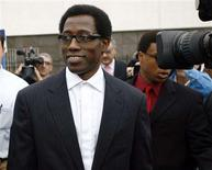 <p>Wesley Snipes leaves the U.S. Courthouse in Ocala, Florida, January 31, 2008. Snipes is accused of failing to pay tax on $38 million from 1999 to 2004, and could face up to 16 years in jail. The jury is in their second day of deliberation. REUTERS/Michael Weimar</p>