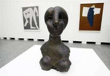 <p>Una sala del Reina Sofia allestita per la nuova mostra di Picasso. REUTERS/Andrea Comas (SPAIN)</p>