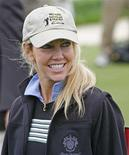 <p>Heather Locklear smiles before playing in the 8th annual Michael Douglas and Friends golf tournament in Rancho Palos Verdes, California May 7, 2006. REUTERS/Lucas Jackson</p>