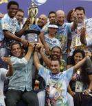<p>A Beija-Flor ganhou o título de bicampeã do Carnaval carioca nesta quarta-feira, depois de ter sido tricampeã em 2005 e em meio à polêmica sobre suspeita de manipulação de resultados no Carnaval 2007. Foto de 5 de fevereiro. Foto de membros da escola, Rio de Janeiro, 6 de fevereiro. Photo by Sergio Moraes</p>