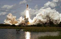 <p>O ônibus espacial Atlantis decolou na quinta-feira da Flórida com a missão de entregar um laboratório europeu permanente para a Estação Espacial Internacional. Foto no Cabo Canaveral, Flórida, 7 de fevereiro. Photo by Dave Martin</p>