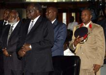<p>O presidente queniano, Mwai Kibaki (2o da esquerda para a direita), durante fórum religioso em Nairóbi. Representantes do presidente do Quênia e do líder oposicionista Raila Odinga conseguiram obter um 'avanço' na disputa que travam em torno da eleição de 27 de dezembro, segundo a mídia local. Photo by Thomas Mukoya</p>