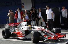 <p>Lewis Hamilton ditou o ritmo nos testes da Fórmula 1 em Jerez nesta terça-feira na primeira aparição do piloto da McLaren na Espanha desde a demonstração de racismo em Barcelona há nove dias. Foto de carro de Hamilton em Jerez, sul da Espanha, 12 de fevereiro. Photo by Anton Meres</p>