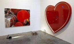 <p>Immagine d'archivio di una scultura a forma di cuore. REUTERS/Chip East (UNITED STATES) TEMPLATE OUT</p>