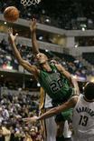 <p>Ray Allen do Boston Celtics arremessa depois de passar por jogador do Indiana Pacers, durante partida pela temporada regular da NBA. O Boston Celtics se tornou na terça-feira o primeiro time a alcançar 40 vitórias nesta temporada da NBA, ao bater o Indiana Pacers, fora de casa, por 104-97. Photo by Brent Smith</p>