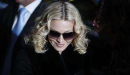 <p>A cantora, atriz e diretora de cinema Madonna chega a local de sessão de fotos do Festival de Cinema de Berlim. Quando Madonna pediu a seu marido, Guy Ritchie, um conselho sobre a direção de um filme, ele lhe disse que o segredo era 'irradiar confiança'. Photo by Tobias Schwarz</p>