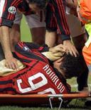 <p>Ronaldo in barella dopo l'infortunio di ieri sera REUTERS/Alessandro Garofalo</p>