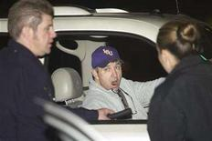 <p>Jamie Spears, the father of pop singer Britney Spears, talks with two police officers at the entrance of the Cedars Sinai Hospital in Beverly Hills, California in this file photo from January 4, 2008. REUTERS/Hector Mata</p>