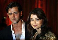 <p>Bollywood stars Hrithik Roshan (L) and Aishwarya Rai Bachchan attend the music release function of their new film 'Jodhaa Akbar', in Mumbai January 9, 2008. REUTERS/Punit Paranjpe</p>