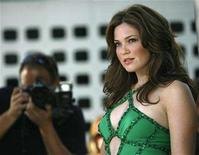 """<p>Mandy Moore poses at the premiere of """"License to Wed"""" at the Pacific Cinerama Dome in Hollywood, California June 25, 2007. REUTERS/Mario Anzuoni</p>"""