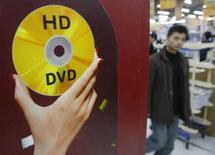 <p>Una pubblicità dell'HD dvd di Toshiba. REUTERS/Kim Kyung-Hoon (JAPAN)</p>