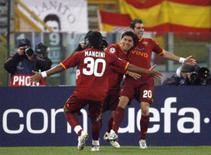 <p>O chileno David Pizarro e o brasileiro Mancini marcaram na terça-feira os gols da Roma na vitória de 2 x 1 sobre o Real Madrid em partida de ida das oitavas-de-final da Liga dos Campeões. Foto em Roma, 19 de fevereiro. Photo by Giampiero Sposito</p>