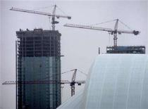 <p>Construction cranes sit atop a multi-tower residential condominium project behind The Skydome in downtown Toronto, January 16, 2005. Real estate markets across Canada posted solid gains over the past decade, and the economic fundamentals remain in place for continued, but more moderate growth, real estate broker Re/Max said on Thursday. REUTERS/J.P. Moczulski</p>