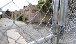 """<p>The faded stucco bungalows where Charles Bukowski wrote his first novel is pictured battered and boarded up in Hollywood February 21, 2008. The Los Angeles City Council was expected to vote next week to preserve the faded stucco home in the shadow of Hollywood where the hard-living Bukowski lived from 1963 to 1972 and wrote the autobiographical novel """"Post Office,"""" among other works. REUTERS/Phil McCarten</p>"""