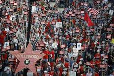 <p>Striking members of the Writers Guild of America, West rally in Hollywood, California November 20, 2007. REUTERS/Mario Anzuoni</p>