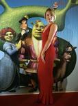 """<p>Cameron Diaz lors de la présentation """"Shrek le troisième"""" à Madrid. Les studios d'animation DreamWorks ont été bénéficiaires au quatrième trimestre grâce au bon accueil du DVD du film. /Photo prise le 13 juin 2008/REUTERS/Andrea Comas</p>"""